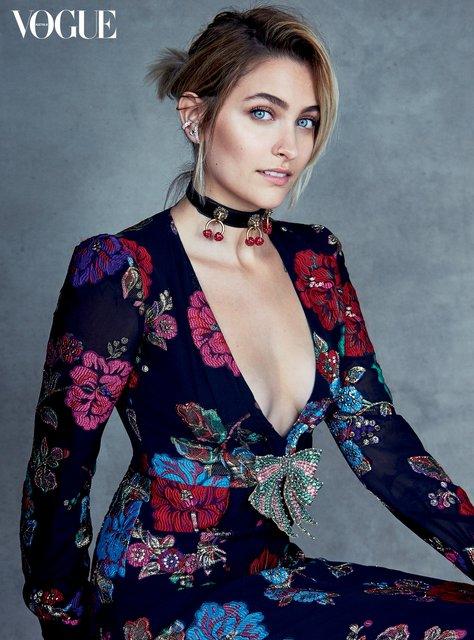 Пэрис Джексон красуется на страницах Vogue в нарядах от Prada - фото 52919