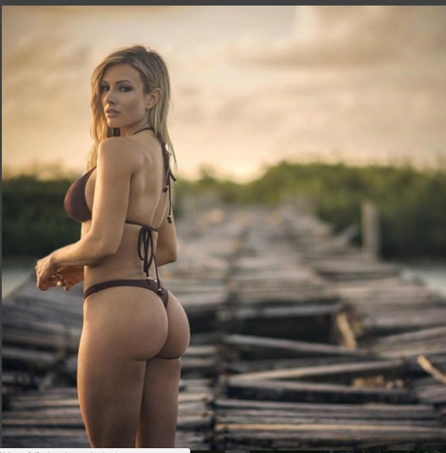 Фитнес-модель Пейдж Хэтэуэй оголила грудь - фото 52076