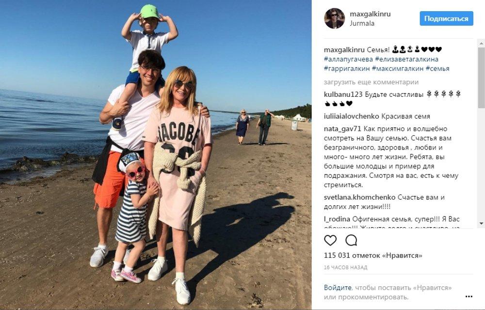 Удивил. Галкин показал фото стройной 68-летней Пугачевой в купальнике - фото 51920