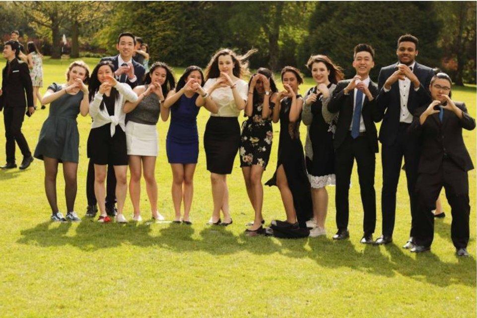 Дочки Порошенко закончили колледж в Великобритании (фото) - фото 51549