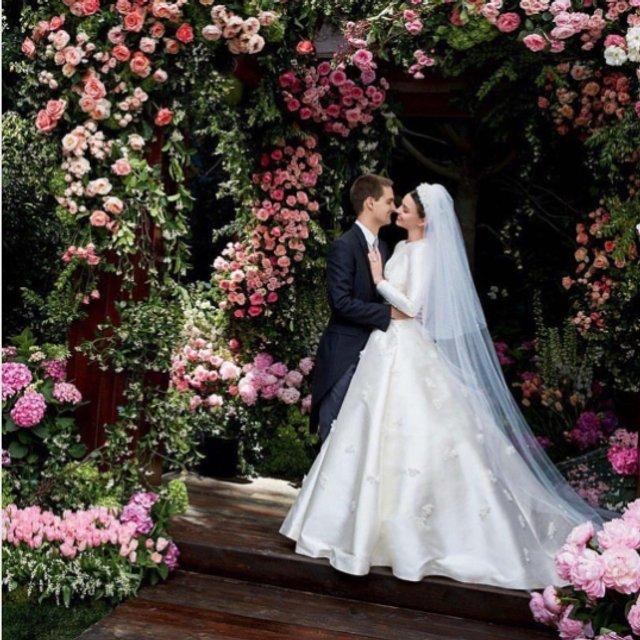 В сети появилось видео создания свадебного платья Миранды Керр - фото 60742
