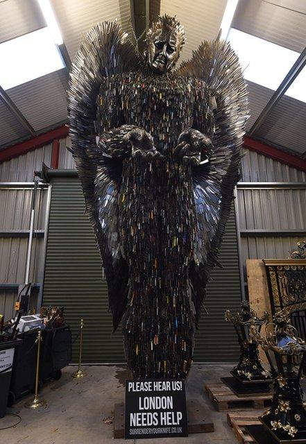 Восьмиметровая статуя ангела художника Альфи Рэдли - фото 61967
