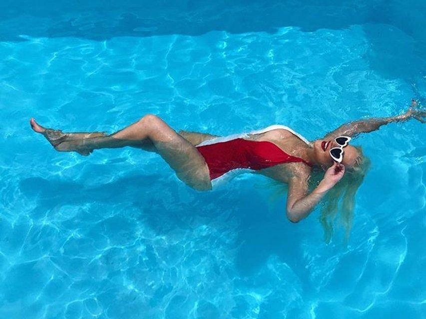 Соблазнительная Агилера покорила поклонников снимками в купальнике - фото 55795