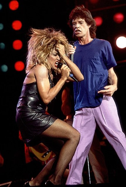 Мику Джаггеру исполнилось 74 года: лучшие фотографии рок-звезды - фото 60986