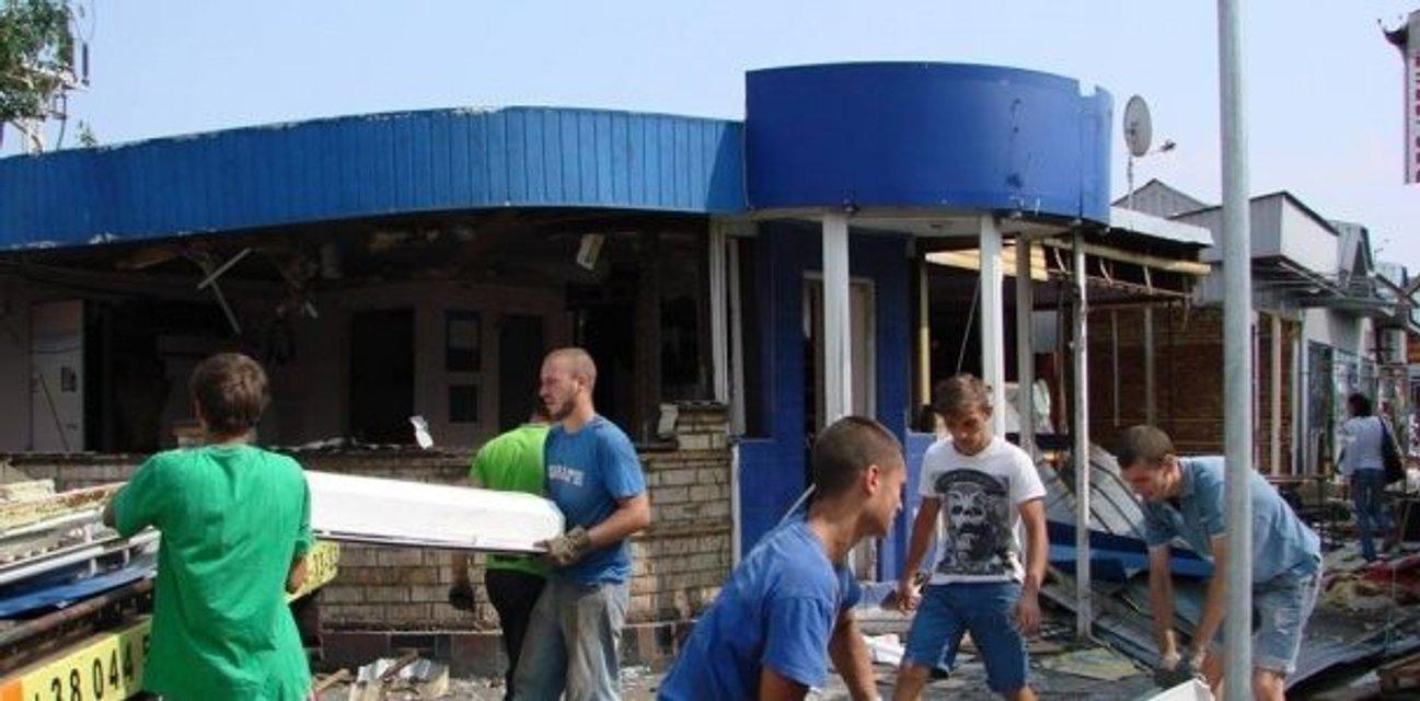 В Киеве демонтируют МАФы на Трухановом острове - фото 55632