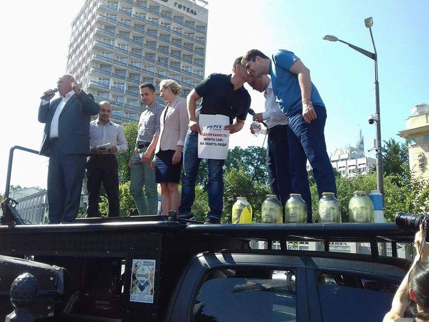 Митинг под Радой: Требуют лишить 6 депутатов неприкосновенности - фото 56978