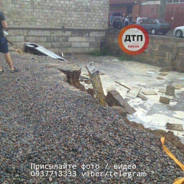 Обвал грунта в Киеве - фото 61473