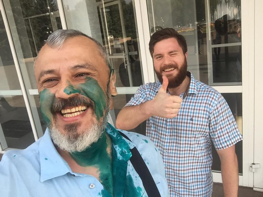 Депутата Николая Колесника облили зеленкой - фото 60889