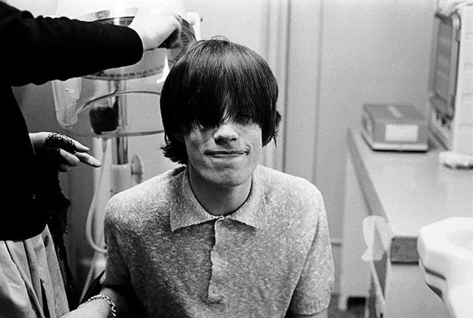 Мику Джаггеру исполнилось 74 года: лучшие фотографии рок-звезды - фото 60990