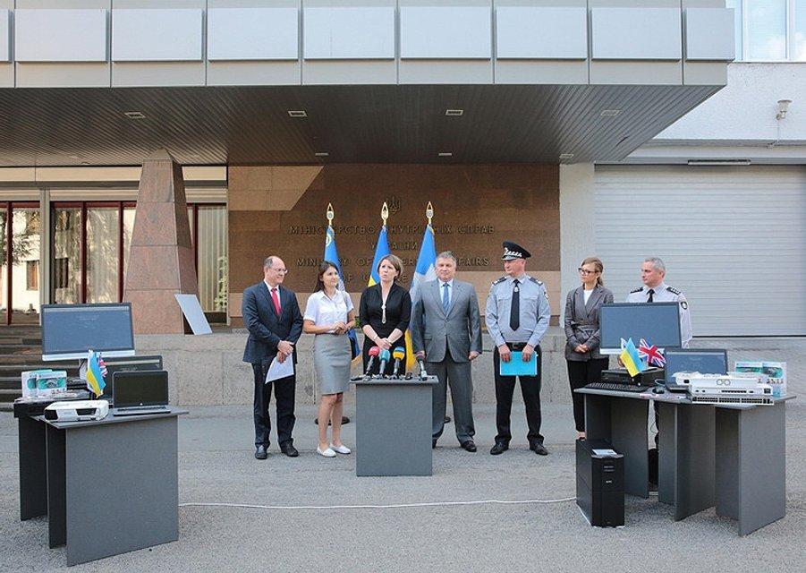 ОБСЕ передала киберполиции новую спецтехнику - фото 59075
