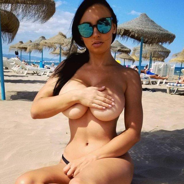Ирина Иванова показала необъятную грудь в клипе Бибера - фото 60241