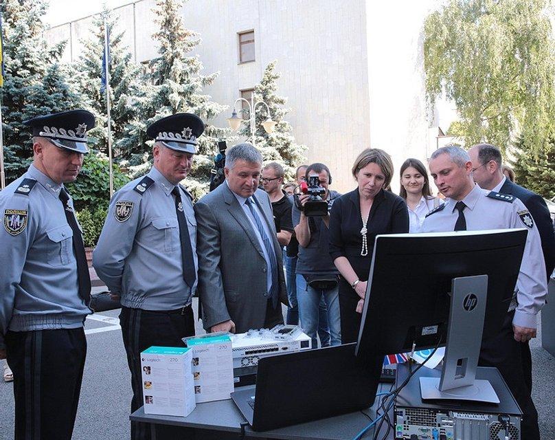 ОБСЕ передала киберполиции новую спецтехнику - фото 59074
