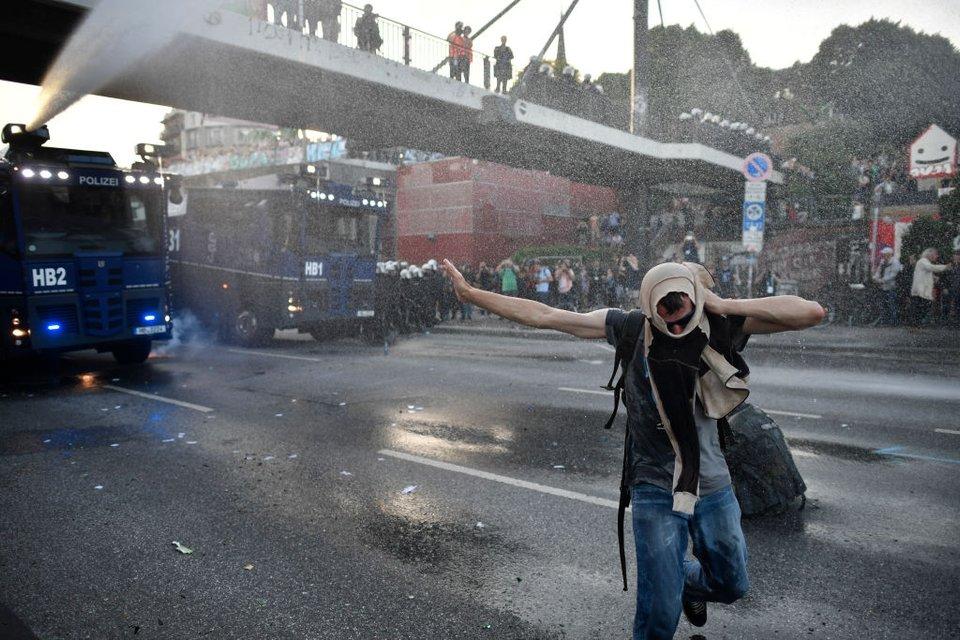 В Гамбурге продолжаются протесты - фото 56434