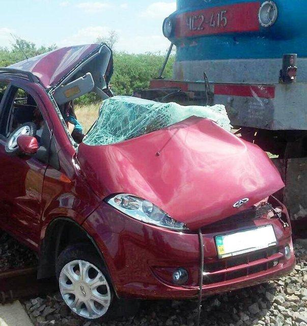Под Мелитополем легковушка столкнулась с поездом, есть погибшие - фото 55907