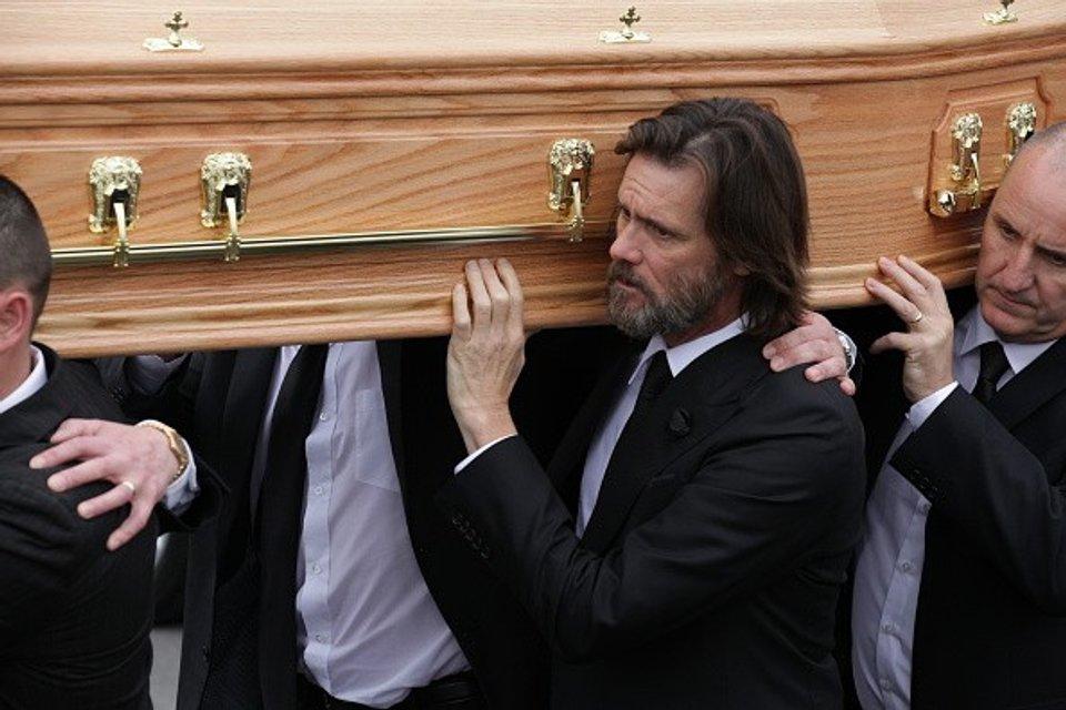 Катриона Уайт обвинила Джима Керри в смерти в предспертной записке - фото 57218