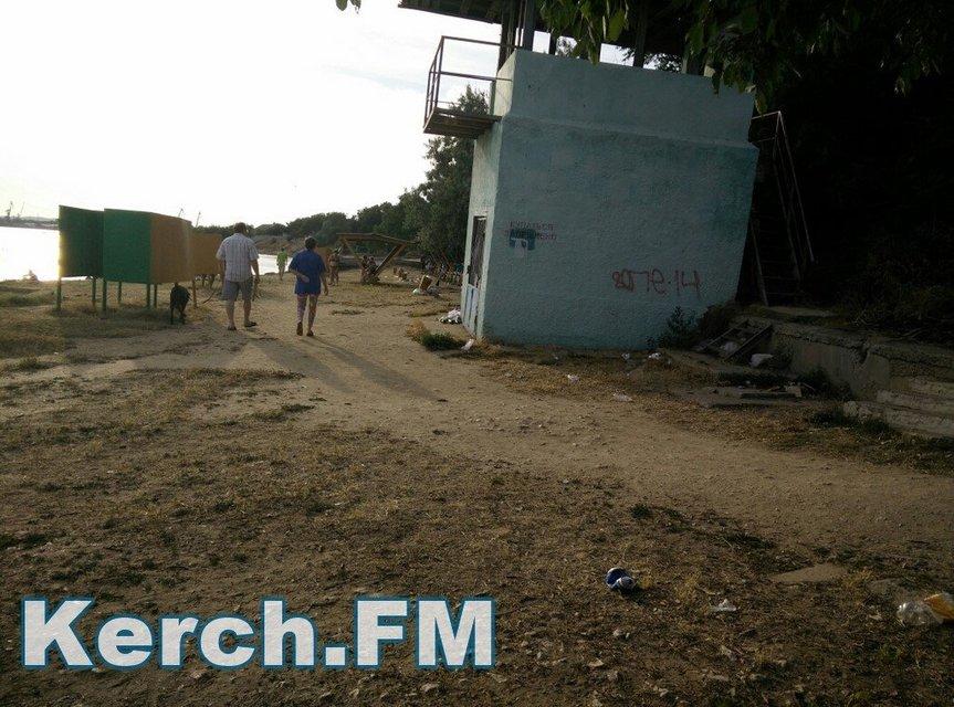 Оккупанты превратили пляжи Крыма в свалку - фото 58811