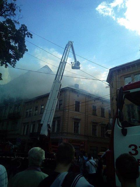 В центре Львова горел дом - фото 58206