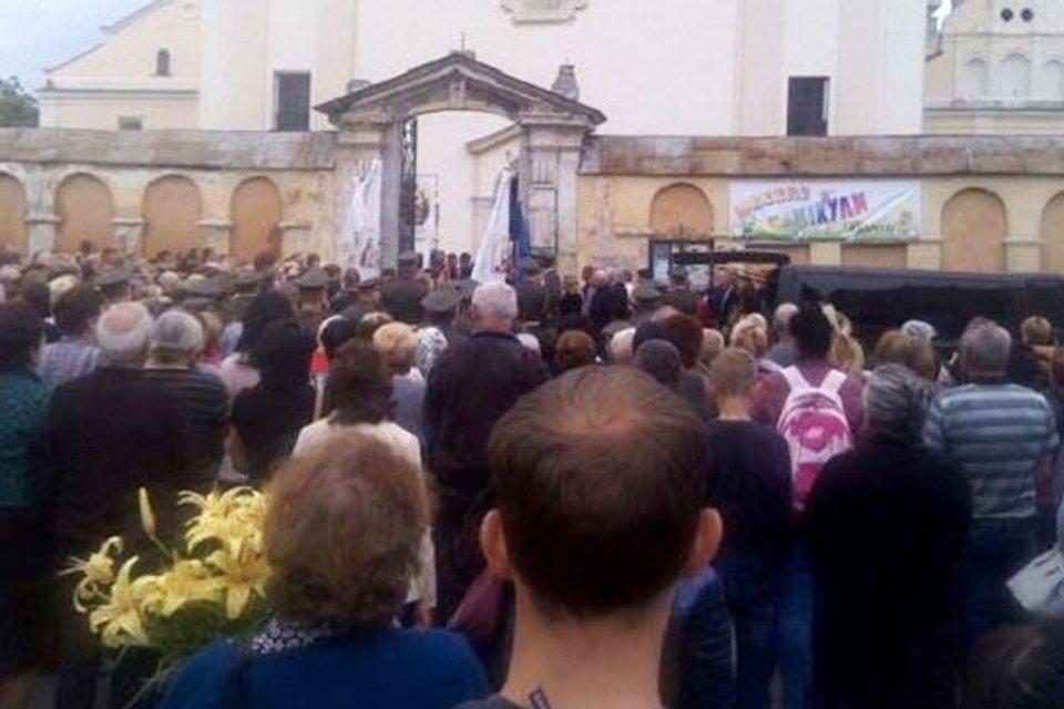 Храм УПЦ МП закрыл двери перед гробом бойца АТО - фото 58417