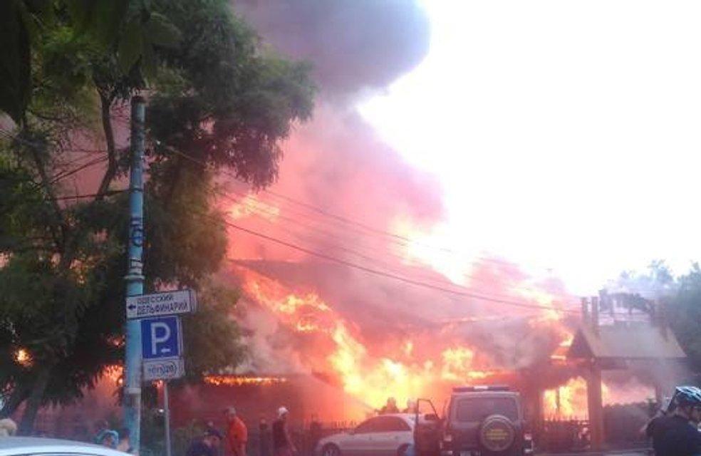 """Пожар в ресторане """"Хуторок"""" в Одессе - фото 60360"""