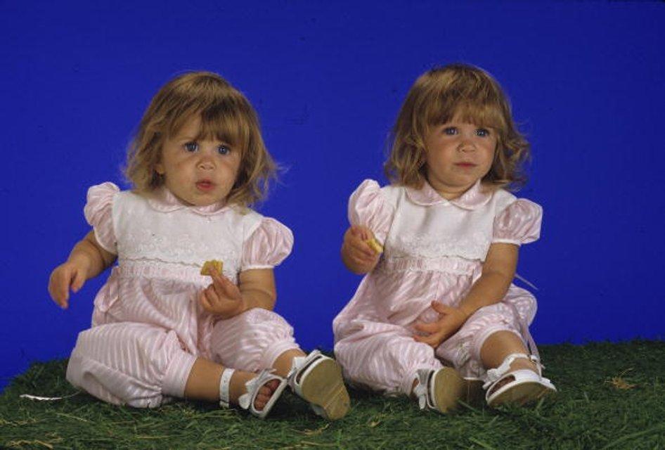 Мэри-Кейт и Эшли Олсен в детстве - фото 60166