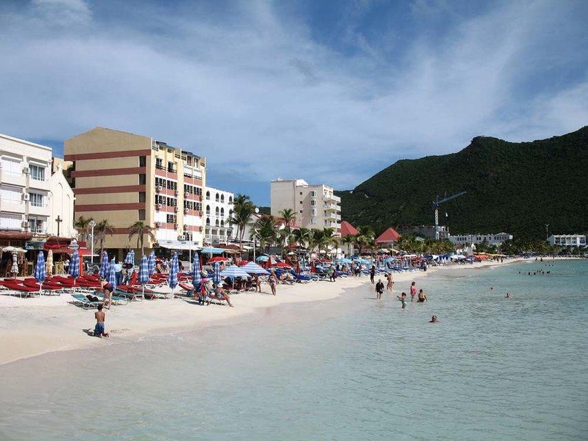 Вышел из тени: Рабинович торговался за участок на острове в Карибском море за $12 млн - фото 60211