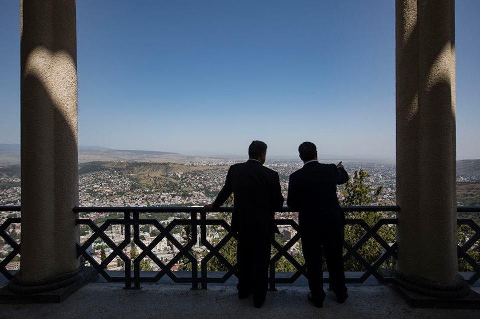 Грузин без гостя – не грузин: Зачем Петр Порошенко полетел в Тбилиси - фото 58688