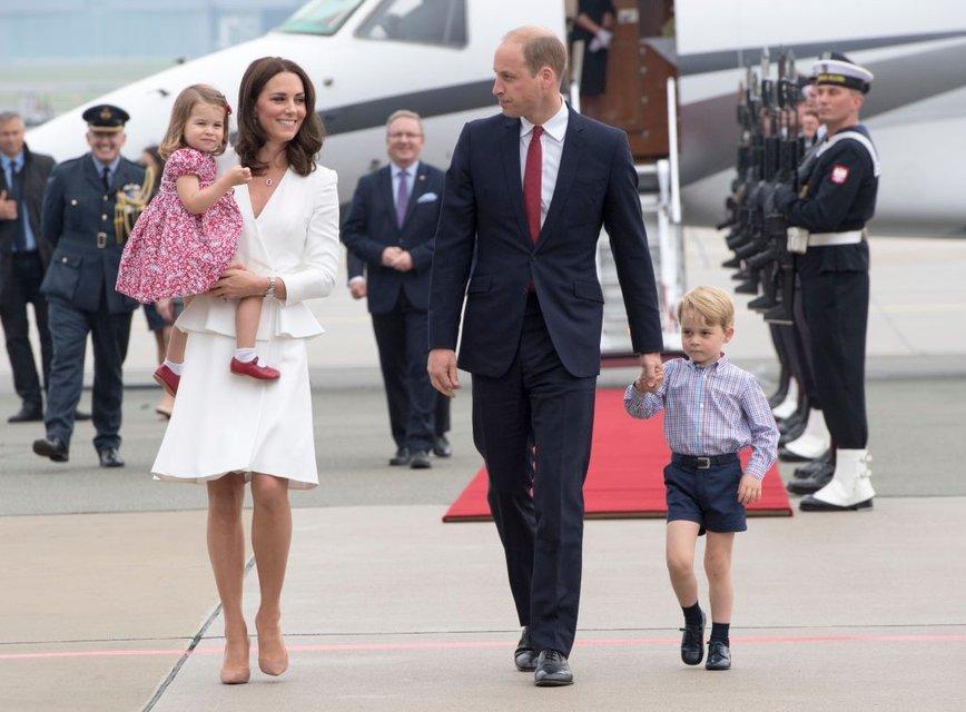 Кейт Миддлтон и принц Уильям с детьми - фото 59002