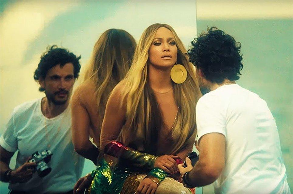 Дженнифер Лопес в клипе на песню Ni Tú Ni Yo - фото 57183