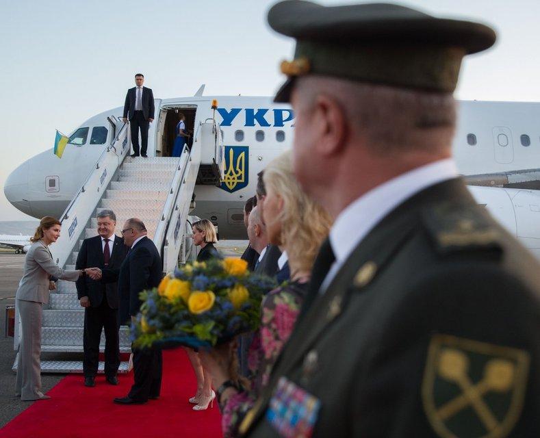 Порошенко прилетел в Грузию с официальным визитом - фото 58537