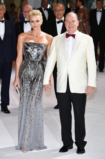 Княгиня Шарлен и князь Альбер II на благотворительном балу - фото 61895