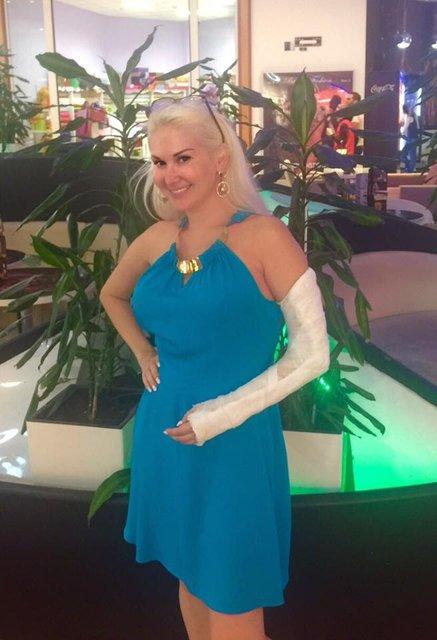 Екатерина Бужицкая сломала руку - фото 57018