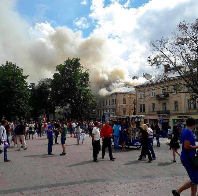 В центре Львова горел дом - фото 58205