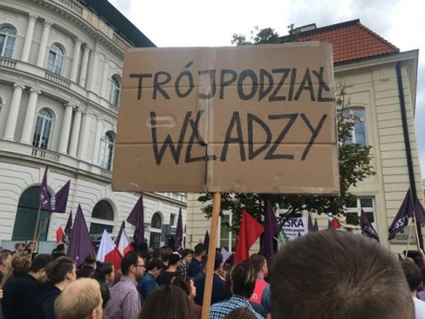 Акция протеста в столице Польши - фото 58224