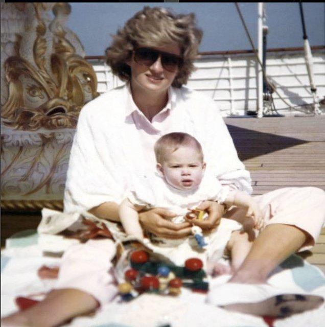 Принцесса Диана и принц Гарри - фото 60139