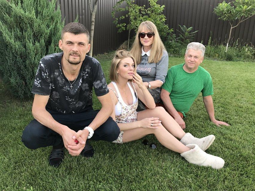 Евгений Сморигин с семьей - фото 59094