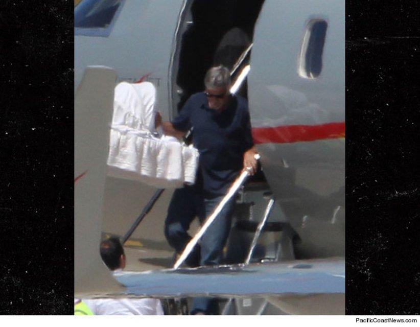 Джордж Клуни с детьми - фото 56204