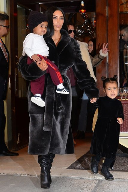 Ким Кардашян с детьми - фото 61052