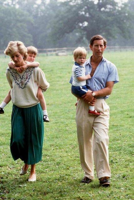 Принцесса Диана и принц Чарльз: фото с детьми - фото 62049