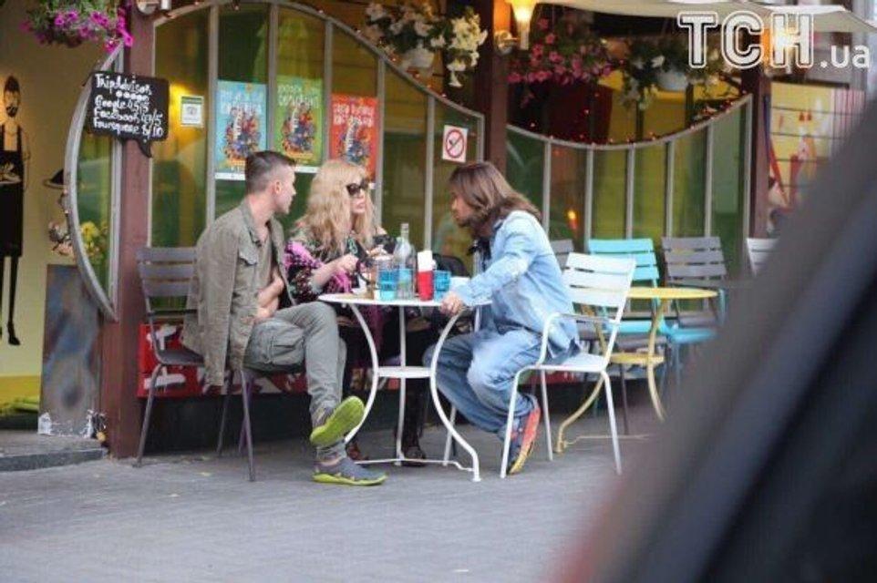 Ирину Билык застали с мужем в одном из киевских кафе - фото 55706