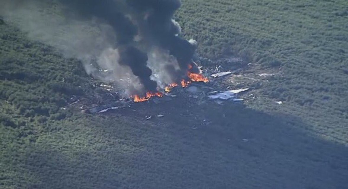 Военный самолет разбился в США - фото 56926