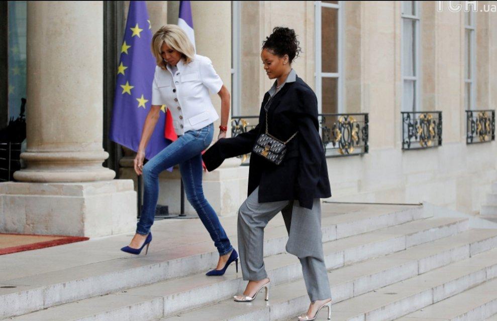 Рианна в большом мужском костюме встретилась с первой леди Франции Брижит Макрон - фото 61149