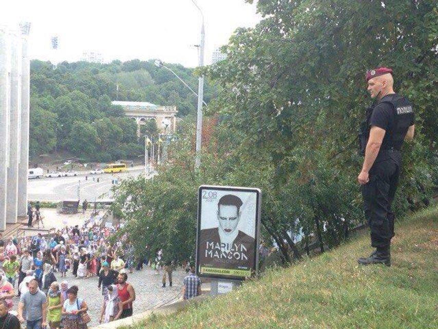 Крестный ход в Киеве: на Владимирской горке собралось 6 тысяч человек - фото 61185