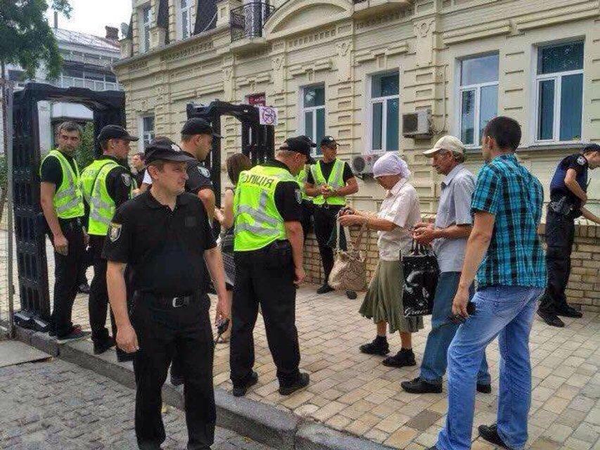 Крестный ход в Киеве: на Владимирской горке собралось 6 тысяч человек - фото 61186