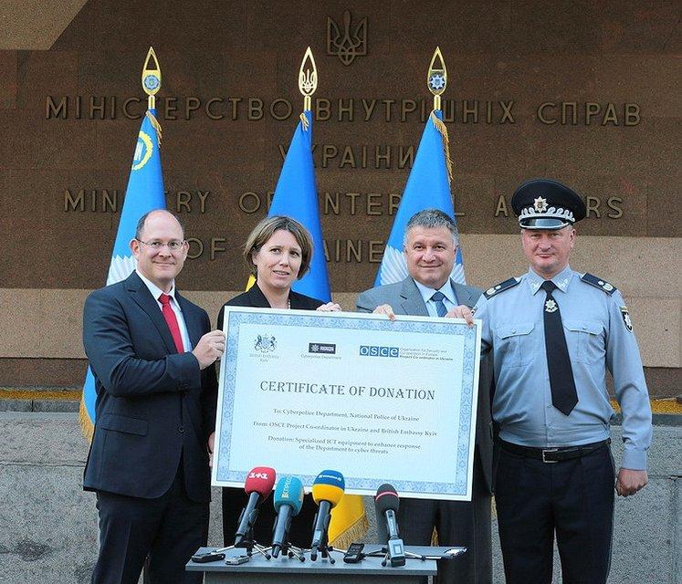 ОБСЕ передала киберполиции новую спецтехнику - фото 59073