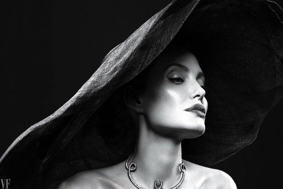 Анджелина Джоли рассказала о жизни после развода с Брэдом Питтом - фото 61207