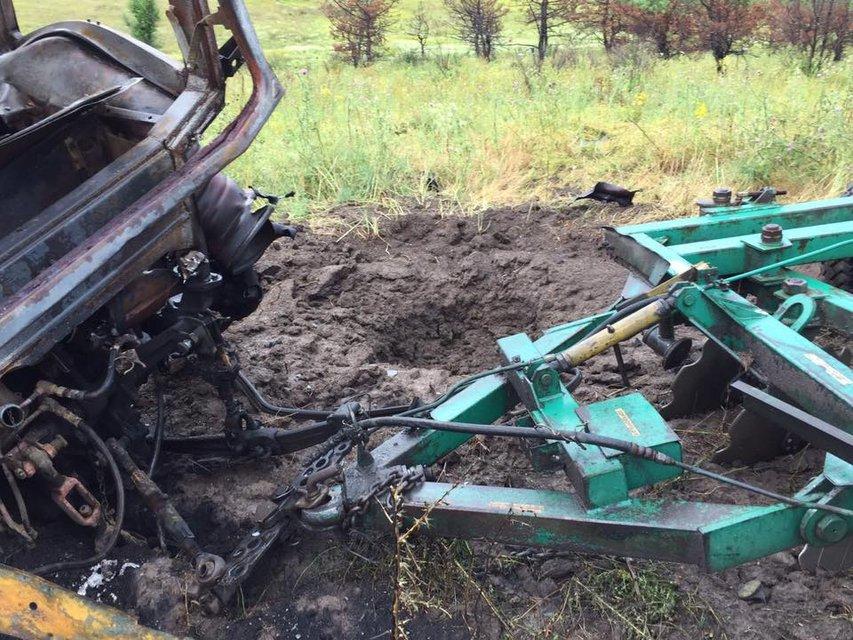 В Донецкой области подорвался трактор с людьми - фото 58410