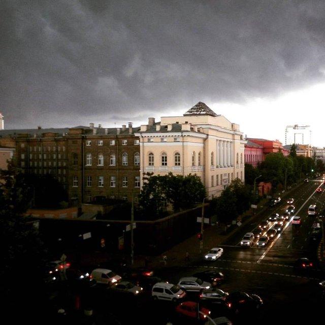 Апокалипсис сегодня: киевляне показали эпичные фото невероятной грозы - фото 61361