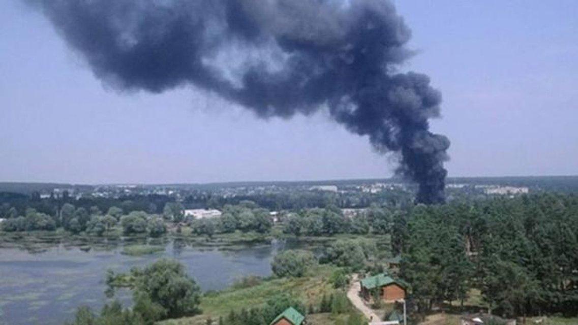 Под Харьковом горят склады, есть пострадавшие (фото) - фото 61400