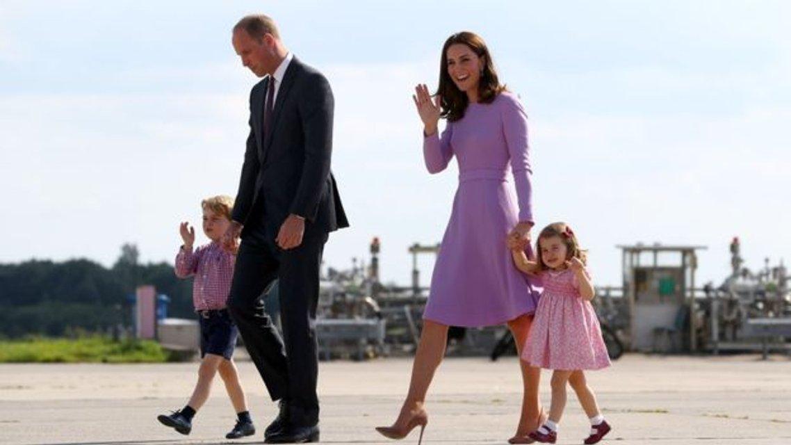 Европейское турне Кейт Миддлтон, принца Уильяма, принца Джорджа и принцессы Шарлотты - фото 59878