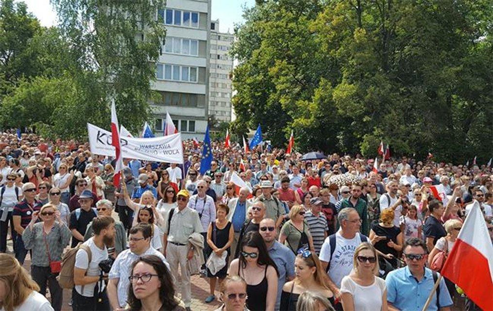 Акция протеста в столице Польши - фото 58223